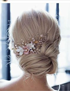 Bridal hair accessories to hairstyle low updo with white and pink flower . - Bridal hair accessories to inspire hairstyle low updo with annamelostnaya over white and pink flowe - Wedding Hairstyles For Long Hair, Bridal Hairstyles, Trendy Hairstyles, Evening Hairstyles, Fashionable Haircuts, Vintage Hairstyles, Bridal Hair Updo, Hairstyle Wedding, Hairstyles Pictures