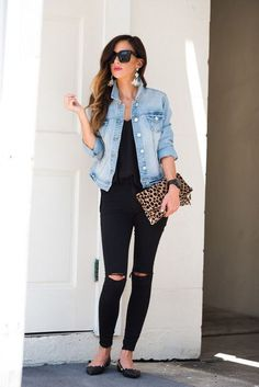 Ideas for moda elegante mujer casual. winter looks, black jeans outfit summer, black flats outfit, outfit with denim jacket Jean Jacket Styles, Jean Jacket Outfits, Outfit Jeans, Blue Denim Jacket Outfit, Jacket Jeans, Mode Outfits, Fall Outfits, Casual Outfits, Fashion Outfits