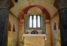 http://guias-viajar.com/ Abside de la iglesia prerrománica de San Salvador de Valdediós en Asturias