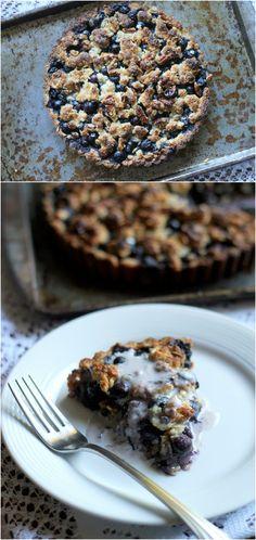 Blueberry Crispy Tart with Oatmeal Crust (Gluten-free, Vegan, & Refined Sugar-Free) | from Bakerita.com #recipe