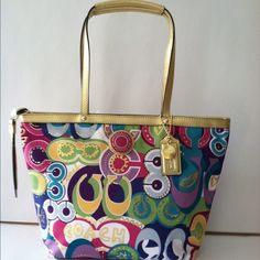 coach tote retail 268.00 on sale for $165.00