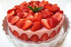 Görög Joghurtos Eper Torta (Strawberry and Greek Yoghurt Cake) Cheesy Recipes, Pasta Recipes, Mexican Food Recipes, Sweet Recipes, Whole Food Recipes, Ham Recipes, Yummy Recipes, Healthy Recipes, Summer Desserts