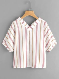 Casual Summer Outfits, White Outfits, Floral Blouse Outfit, Chiffon Shirt, Short Tops, Teen Fashion Outfits, Blouse Styles, Ladies Dress Design, Striped Tee
