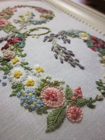 Elisabetta hand embroidery: Of flowers and scissors