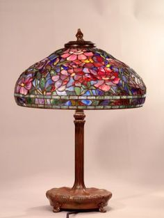 Tiffany lamp that Tootie needs. Tiffany Stained Glass, Stained Glass Lamps, Leaded Glass, Stained Glass Windows, Mosaic Glass, Tiffany Glass, Old Lamps, Antique Lamps, Vintage Lamps