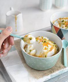 Dessert emblématique de la restauration française, l'île flottante est un entremets incontournable et unique en son genre. Il était assez improbable que l'on puisse un jour vous proposer une recette, puisque l'île flottante est essentiellement constituée d'oeuf. Pourtant voici enfin la version végétalienne, réalisée grâce à la fameuse technique des blancs en neige au jus … … Lire la suite → Yummy Veggie, Veggie Recipes, Sweet Recipes, Yummy Food, Gluten Free Cooking, Cooking Recipes, Desserts Végétaliens, Patisserie Vegan, Vegan Yogurt