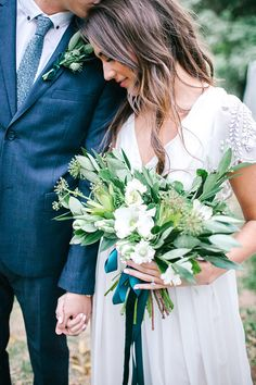 Rustic outdoor wedding inspiration | Photo by  Mary Claire Photography | Read more - http://www.100layercake.com/blog/wp-content/uploads/2015/03/Rustic-outdoor-wedding-inspiration