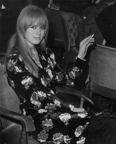 Marianne Faithfull via Kate Papson via Rachel Anastasia Style Caftan, Divas, Rock And Roll Girl, Rock Roll, Marianne Faithfull, Women Of Rock, Sixties Fashion, Thing 1, Twiggy