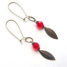 Boucles d'oreille dormeuses bronzes avec perle rouge