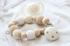 Natural Baby pacifier clip / Dummy holder door ZanesCrochetTreasure