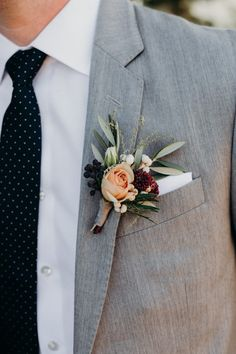 Elegant groom boutonniere | Image by Ryan Chard Smith Photography