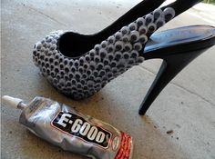 FaBOOlous DIY: Googly Eye Slingbacks Inspired By Christian Louboutin - quirkie shoes, right? Googly Eye Crafts, Creative Shoes, Creative Ideas, Googly Eyes, Painting Leather, Shoe Game, Diy Clothes, Diy Fashion, Stiletto Heels