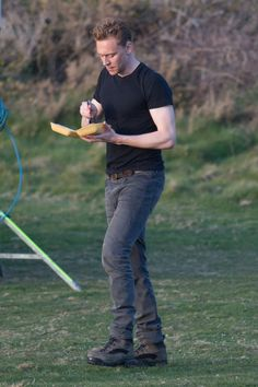 Tom Hiddleston on set filming The Night Manager on April 15, 2015 [HQ]