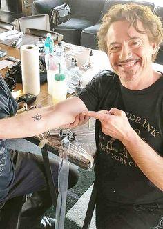 and his Avengers' Iron Man tattoo. Hq Marvel, Marvel Memes, Marvel Dc Comics, Avengers Quotes, Avengers Tattoo, Marvel Tattoos, Robert Downey Jr., Avengers Cast, Iron Man Tony Stark