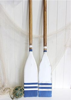 Nautical Oars Decor / Blue and White / Coastal Oar Decorating Idea