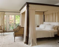 Custom Canopy Bed Ideas for Classic Bedroom Decorating - Home ...