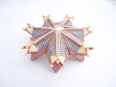 Kina Ice-cream Fortuneteller by Jenny Sangster Beading Techniques, Beading Tutorials, Beaded Jewelry Patterns, Beading Patterns, Peyote Stitch Patterns, Beaded Christmas Ornaments, Peyote Beading, Seed Bead Jewelry, Bead Crochet