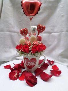 Valentine's Day Gift Baskets – Valentine's Day Tips Candy Bouquet Diy, Valentine Bouquet, Valentine Wreath, Valentine Decorations, Valentines Presents, Valentines Diy, Happy Valentines Day, Bouquet St Valentin, Pinterest Valentines
