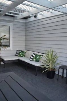 Trendy exterior paint colora for house weatherboard living rooms Ideas Exterior Color Schemes, Exterior Paint Colors, Exterior House Colors, Paint Colors For Home, Exterior Design, Interior And Exterior, Paint Colours, Grey Exterior, Diy Exterior Cladding