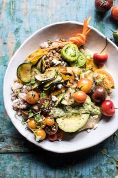 Summer Harvest Veggie and Avocado Quinoa Bowl Green Salad Recipes, Veggie Recipes, Healthy Recipes, Veggie Meals, Savoury Recipes, Healthy Salads, Vegetarian Recipes, Avocado Quinoa, Quinoa Bowl