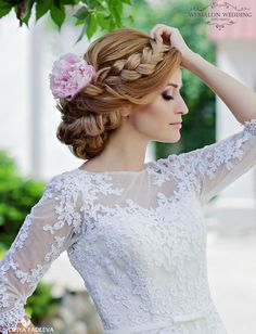 These glamorous wedding hairstyles are so gorgeous, and are guaranteed to add a striking touch to your wedding day! The added details, such as floral and diamond hairpieces, bring a special feature to each of these hairstyles and create a feeling of elegance. Check them out below and see what we mean! Featured Photographer: Liliya […]