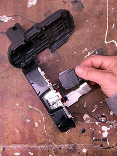 a Cordless Tool Battery That Won't Charge? Removing sides of ryobi battery.Removing sides of ryobi battery. Cordless Tools, Cordless Drill, Dremel, Ryobi Battery, 18650 Battery, Garage Tools, Garage Ideas, Tool Storage, Home Repair