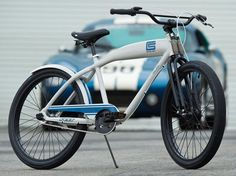 Felt Bicycles have teamed up with car maker and former Formula One racing driver Carroll Shelby to produce the Shelby Cruiser. The bike, Carroll Shelby, Cool Bicycles, Cool Bikes, Henry Ford First Car, Felt Bikes, Shelby Car, Cafe Racer Magazine, Power Bike, Retro Bicycle