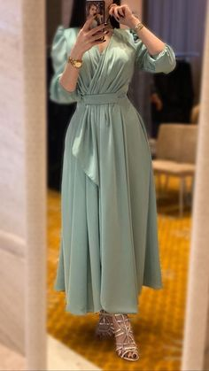 Image about فستان in dresses 👗 by Zahraa A. Aljaleel Discovered by Zahraa A. Find images and videos about فستان on We Heart It – the ap Hijab Dress Party, Hijab Evening Dress, Hijab Style Dress, Evening Dresses, Hijab Chic, Hijab Outfit, Prom Dresses Long With Sleeves, Modest Dresses, Stylish Dresses