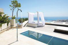 Cuando una ducha de piscina es mucho más: Bossini-Cristina, diseño de aquí para veranos de locura When a pool shower is much more: Bossini - Cristina #design #water #summer