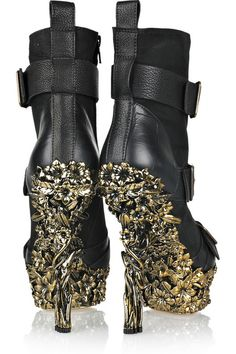 Flower Boots.  Girls night out and the boys can't speak.  Little girl gone mad downtown feeling their heated stares as she struts down the runway of LIFE.  This is all about posture and proper carriage management. Gold Class, Touch Of Gold, Women's Fashion, Gloves, Metal, Black Gold, Alexander Mcqueen, Fashion Women, Womens Fashion