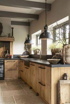 Farmhouse Kitchen Decor, Kitchen Interior, Kitchen Wood, Family Kitchen, Kitchen Cabinets, Küchen Design, House Design, Kitchen Sink Design, Cuisines Design