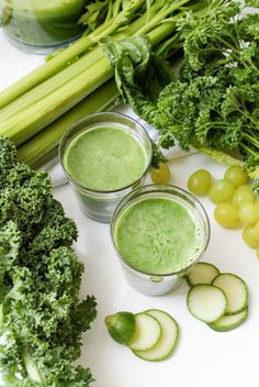 Lean & Mean Green Juice 5 romaine leaves 5 kale leaves 1 cucumber, peeled bunch parsley 3 celery stalks 1 cup green grapes Healthy Juices, Healthy Smoothies, Healthy Drinks, Smoothie Recipes, Healthy Snacks, Healthy Recipes, Vegetarian Recipes, Green Smoothies, Breakfast Smoothies