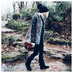Nouveau look sur le blog - lien dans la bio ☺ - Bonne nuit   New outfit on blog - link in bio ☺ - Good night   #fashion #fashionblog #fashionblogger #boho #bohemian #gypsy #gypset #wanderlust #folk #littlebohoblog #photooftheday #picoftheday #ootd #outfit #lookoftheday #style #styleblogger #winter #lille #fakefur #dress #black #minnetonka #zara #bershka