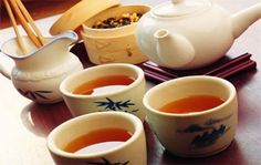 For the Chinese tea leaves to give a woman meant declare their love, and before the wedding banquet the bride and groom together offering tea to parents as a sign of respect.