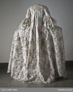 Digitalt Museum - Dräkt av sidenbrokad, 1700-talets mitt. Nordiska museet inv nr 173609.