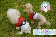 Mascotas: Azzurra y Ginebra  Talla: 2 y 1  Estampado y color: Pokébola (blanco con rojo).  Fotografía: Tatiana Rodriguez Diseño: América García