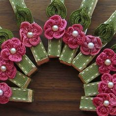 Rustic flowered clothespins 10 rustic wedding favors by Artesenias, $8.00