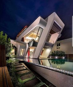 Fesselnd The Villa Mistral By Mercurio Design Lab On The Island Of Sentosa In  Singapore Is A Luxury, Contemporary Residence With A Beautiful View.