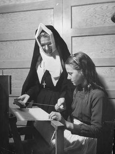 size: Photographic Print: Nun Teaching Girl to Weave at a Parochial School : Fine Art Catholic School Girl, Nuns Habits, Collections Photography, Self Reliance, Artist Quotes, Roman Catholic, Professional Photographer, Weaving, Faith