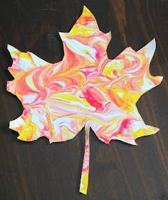 marbled fall leaves with shaving cream! Teaching with TLC: Create marbled fall leaves with shaving cream!Teaching with TLC: Create marbled fall leaves with shaving cream! Daycare Crafts, Classroom Crafts, Autumn Activities, Art Activities, Fall Crafts For Kids, Art For Kids, Fall Art For Toddlers, Kids Diy, Fall Crafts For Toddlers