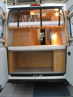 Fiat Ducato camping improvment with floor beds The parents sleeps in front on the altered seat group, for the children floor beds are accommodated in the rear. Only so one more shower cabin can bin realized in the midle.
