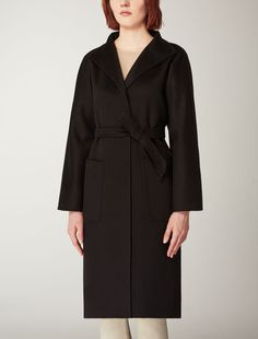 Max Mara LILIA black: Pure cashmere coat. Find your outfit on the Official Max Mara Website and discover all that is new in ready-to-wear.