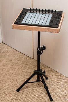 Music Studio Room, Studio Setup, Home Music, Dj Setup, Recording Studio Design, Tecno, Dj Booth, Drafting Desk, Wood Projects