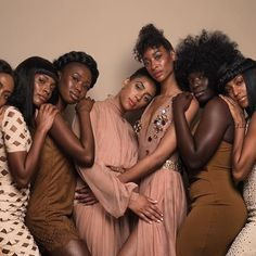 diverse group of black women huddled together showing the difference between the LCO vs LOC method Black Girls Rock, Black Girl Magic, Black Girl Aesthetic, Melanin Queen, Brown Skin Girls, My Black Is Beautiful, Black People, Dark Skin, Natural Hair Styles