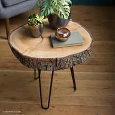 Bring the outside in, with this rather awesome wood slice side table. Simple to make and looks fab!