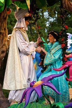 #Disneyland Paris. Aladdin & Jasmine in the Disney's Once Upon a Dream Parade Cavalcade #DLP #DLRP