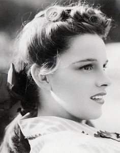 Judy Garland looking fresh faced as always. #classicbeauty