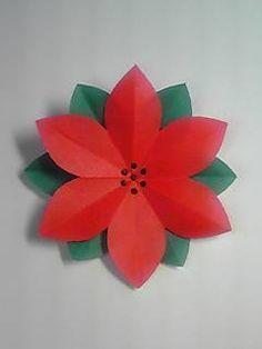 11月も下旬になり、 そろそろクリスマスの飾りつけが気になる季節になってきましたね  きょうはクリスマス前にぴったり ポインセチアの切り紙、作り方紹介です   <作り方>   赤と緑の折り紙を用意します 私が使ったのは7.5cm四方の折り紙ですが、 小さなお子さんは15cm四方の...