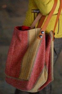 Sac cabas pièce unique fait main en velours tapissier Intérieur percale de coton avec deux poches Il mesure : H 45 cm L 65 cm