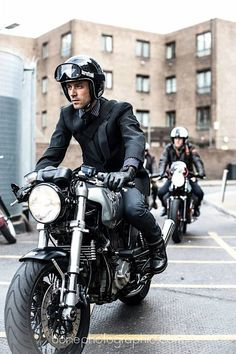 Cafe Racer Style Fashion Ideas For You Moto Cafe, Cafe Bike, Cafe Racer Motorcycle, Motorcycle Style, Biker Style, Motorcycle Gear, Ducati Motorbike, Motorcycle Fashion, Futuristic Motorcycle